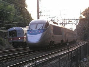 320px-Acela_Express_and_Metro-North_railcar[1]